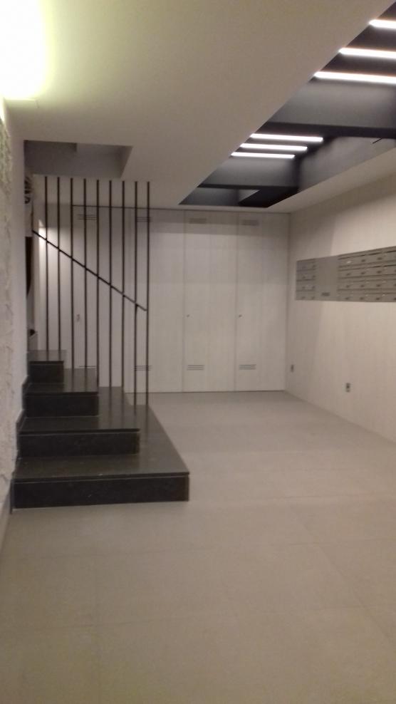 Finalizamos la rehabilitaci n del vest bulo y la escalera for Apliques para escaleras de comunidad